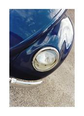 left (www@VW) Tags: vw beetle eye phare front chromes cox vdub bug type1 volksvagen blue bleu car automobile allemande german auto voiture analog film argentique pellicule fujica