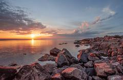 Peace of mind (RdeUppsala) Tags: atardecer agua mar moln himmel hav östersjön kust cielo clouds coast costa uppland kapplasse klippor rocas rocks sverige suecia sweden sky sunset sea solnedgång spring seascape ricardofeinstein baltic báltico paisaje primavera naturaleza nature natur