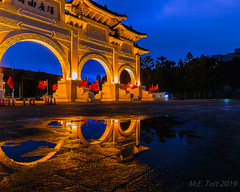 Chiang Kai-Shek memorial @ Taipei (Marcel Tuit | www.marceltuit.nl) Tags: square arch travelphotography taiwan verreoosten nederland canon boog holland backpacking reizen chiangkaishekmemorial poort formosa gate eos reflecties memorial thenetherlands republiekchina me taipei reflections republicofchina azie rondreis roc wwwmarceltuitnl fareast marceltuit travel puddle plein plas reisfotografie water contactmarceltuitnl asia backpacken herdenking happyplanet asiafavorites