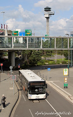 Bunte Buswelt - Düsseldorf (apfelpudding) Tags: düsseldorf düsseldorfairport düsseldorfflughafen vrr bus autobus omnibus linienbus öpnv nahverkehr publictransport urbanmobility man manlionscity lionscity birgels