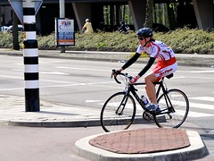 Looks (FaceMePLS) Tags: denhaag nederland thenetherlands facemepls nikond3300 straatfotografie streetphotography fiets bike racefiets vrouw woman helm helmet tweewieler canyon carbon sunglasses zonnebril