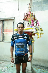 dressed for the tour de france (the foreign photographer - ฝรั่งถ่) Tags: young man dressed tour de france khlong thanon portraits bangkhen bangkok thailand canon