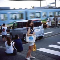 Louise (Petit Ming) Tags: train kamakura film rolleiflex gx zeiss fujifilm rdpiii tlr positive epson gtx900 japan 江之島 鎌倉高校前