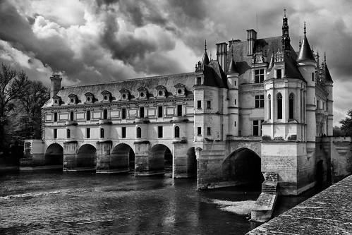 Chenonceau avec sa célèbre galerie à deux étages qui domine le Cher est l'un des fleurons de l'architecture du Val de Loire.