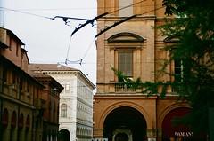 Strade di Bologna (michele.palombi) Tags: bologna analogic 35mm c41 negativo colore