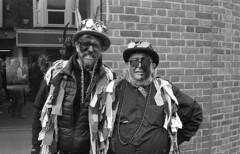 Morris Men, Wokingham Christmas Fair, 2018. Film 119015 (richardhunter3) Tags: om2 olympus ilford delta 3200 35mm wokingham christmas fair morris men dancer street people black white film 2018