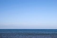 Normandie (Sainte-Marie-du-Mont) 2016 / Normandy (Sainte-Marie-du-Mont) 2016 (Joseff_K) Tags: normandie normandy cotentin mer sea lamanche manche thechannel channel ciel sky saintemariedumont utahbeach bleu blue nikon nikond80 d80 tamron tamron1750f28