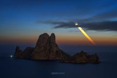 Moonset , Es Vedra , Ibiza ... (Anton Calpagiu) Tags: ibiza esvedra moon new moonset venus longexposure stars startrail night dawn twilight sea seascape island light capllentrisca leofoto nikonz7