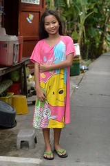 pretty preteen girl (the foreign photographer - ฝรั่งถ่) Tags: pretty preteen girl child house wooden khlong lard phrao portraits bangkhen bangkok thailand nikon d3200