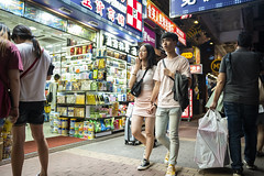 Street Style (人間觀察) Tags: 28mm f14 7artisans 7artisans28mmf14 七工匠 leica leicam hong kong street photography people candid city stranger public space walking off finder road travelling trip travel 人 陌生人 街拍 asia girls girl woman 香港 wide open night
