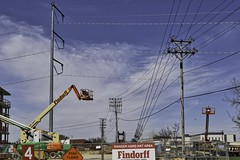 HTT - Linear Confusion (chauvin.bill) Tags: htt telegraphtuesday powerpoles guywires luminar31