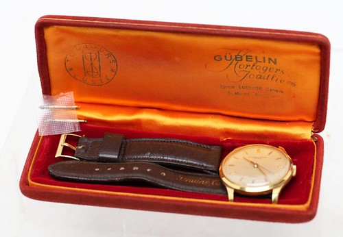 Audemars Piguet Men's Wrist Watch ($2072.00)