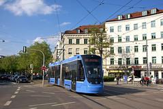 T2-Wagen 2704 am Stiglmaierplatz (Frederik Buchleitner) Tags: 2704 avenio linie22 munich münchen siemens strasenbahn streetcar twagen t2 tram trambahn