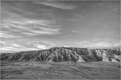 Barrera en el desierto (Fernando Forniés Gracia) Tags: españa aragón navarra bardenasreales desierto cielo nubes blancoynegro bw paisaje landscape