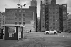 Toronto 2018_286 (c a r a p i e s) Tags: carapies cityscapes 2018 nikondf canada ontario toronto blancoynegro bw blackwhite fotografiaurbana urbanphotography urban urbanidad urbvanidad urbvanity urbanphoto streetphoto streetlife streetphotography