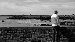 L'homme et la mer - Portsall (patrick_milan) Tags: marin cap sailor sea portsall finistere bretagne rayé