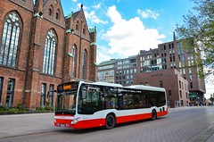 Hamburg : En raison d'un marathon, la ligne Schnellbus 35 était raccourcie, l'occasion de photographier ce C2 LE devant l'église Saint Pierre (27.04.2019) (thomas_chaffaut) Tags: hamburg germany deutschland hvv hochbahn mercedesbenz daimlerbus citaro lowentry c2 c2le bus autobus transport instatransport verkehr city streetsofourworld kingsvehicles kingstransports tvtransport schnellbus sanktpetri discover neverstopexploring holidays