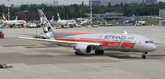 Etihad Airways Boeing 787-9 Dreamliner A6-BLV Abu Dhabi Grand Prix livery (EK056) Tags: etihad airways boeing 7879 dreamliner a6blv abu dhabi grand prix livery düsseldorf airport