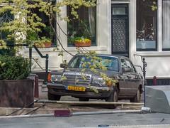 Amsterdam, april 2019 (Okke Groot - in tekst en beeld) Tags: mercedesbenz500sel brouwersgracht 93sfk8 amsterdam sidecode7 nederland