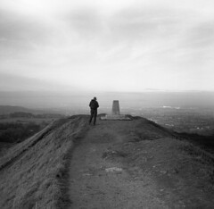 Painswick Beacon, Gloucestershire (AJH_1) Tags: zeiss ikon nettar 120mm kodak tmax 100iso painswick beacon gloucestershire monochrome blackandwhite bw landscape view