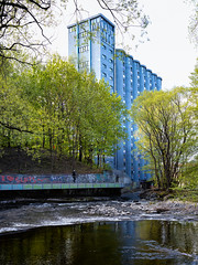 Studentsiloen, Oslo, May 7, 2019 (Ulf Bodin) Tags: norway grünerløkkastudenthus spring oslo fors rapids vertorama norge akerselva arkitektur canonrf50mmf12lusm outdoor urbannature canoneosr vår grünerløkka