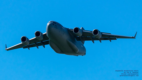 BEE-LINER C-17 MAKING A PHOTO PASS