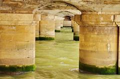 423 Paris en Mars 2019 - sous le Pont du Carrousel (paspog) Tags: paris france pont seine bridge brücke 2019 mars march märz pontducarrousel