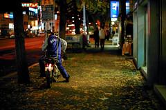 2136/1724 (june1777) Tags: snap street seoul night light bokeh kyocera contax n digital ndigital nd carl zeiss planar nplanar 50mm f14 250