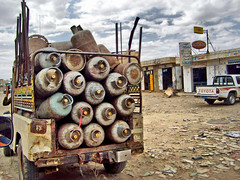 Yemen, 2007 (denismartin) Tags: denismartin gasstation yemen roadtrip ontheroad car travel travelphotography carrepair