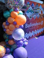 Ballonnen decoratie paars, perzik, groen. Organic ballonpilaar