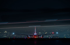 qantas flight 50 holds for takeoff to melbourne (pbo31) Tags: bayarea california nikon d810 color night dark black may 2019 boury pbo31 lightstream motion sanfranciscointernational sfo airport aviation airline qantas boeing 787 departure takeoff sanmateocounty burlingame runway travel plane red traffic tail