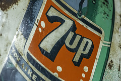 7up Sign (Mabry Campbell) Tags: 7up americana harriscounty houston texas usa antique brand drink green image logo metal old photo photograph sign f63 mabrycampbell march 2019 march72019 20190307houstoncampbellh6a4302 100mm ¹⁄₈₀sec 4000 ef100mmf28lmacroisusm