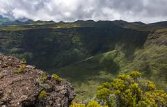Cratère Commerson, Reunion / Кратер Комерсон, Реюньон (dmilokt) Tags: природа nature пейзаж landscape гора mountain вулкан кратер crater volcan лава lava дорога road dmilokt