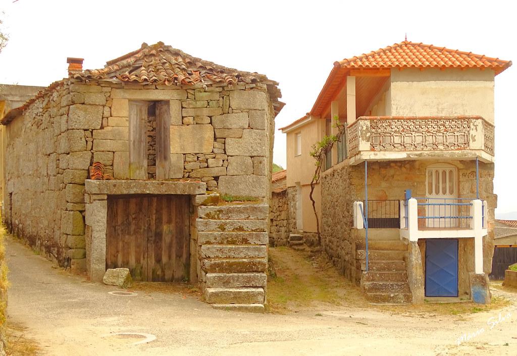 Águas Frias (Chaves) - ... duas casas na Aldeia ... (descobra as diferenças !!!!)