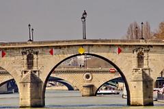 441 Paris en Mars 2019 - la Seine, le Pont Marie, le Pont Louis-Philippe, le Pont d'Arcole, le Pont Notre-Dame (paspog) Tags: paris france seine mars march märz 2019 pont ponts bridge bridges brücke pontmarie pontlouisphilippe pontdarcole pontnotredame