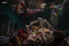 Cambogia - Mercato, Negozio, Culla e Lavoro e riposo. (iw2ijz) Tags: street job lavoro riposo reflex nikon d500 sonno bambini children cambodia cambogia mercato market psakraom siemreap