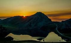 Cuando la luz desvanece. (Jesus_l) Tags: europa españa asturias covadonga lagos lagoercina jesúsl