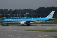 PH-AKA, Amsterdam Schiphol, October 20th 2015 (Southsea_Matt) Tags: phaka klm royaldutchairlines skyteam airbus a330303 ams eham schiphol amsterdam holland thenetherlands october 2015 autumn canon 60d airport aviation transport timessquarenewyork