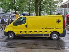 Het Vlaamse Kruis (Martijn Groen) Tags: antwerpen vlaanderen belgium europe ambulance emergency ems opel opelvivaro van vivaro vehicle