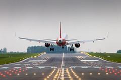 Landing EZY (Shooting Flight) Tags: aéropassion airport aircraft airlines aéroport aviation avions airbus atterrissage lille landing lesquin lfqq lil lillelesquin piste26 natw canon 6d easyjet ezy photography photos passage a320 a320214wl a320214 sharklets