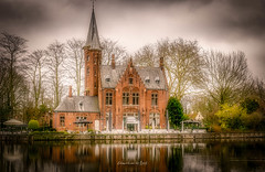 Bruges 2019 (EBoss Fotografie) Tags: brugge bruges belgie belgium europe colors dark building architecture reflections water sky tree park soe canon twop supershot