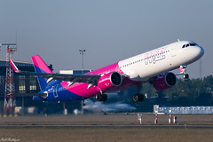 Departing Neo (Rell Boldizsár) Tags: hun hungary hungarian budapest bud pest lhbp airplane airport aircraft airbus airlines airways airbusa321 airbusa321neo 321neo a321neo wizzair wizz winglet wizzneo takeoff tamron tamron100400 canon canoneos77d repülés repülő repülőgép reptér repülőtér repcsi repül aviation airbusneo