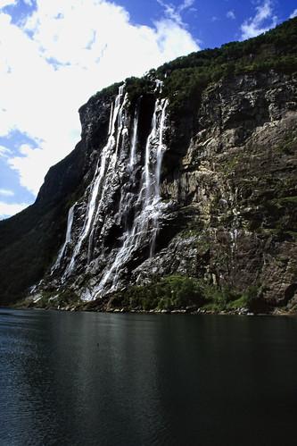 """Norwegen 1998 (332) De syv søstrene, Geirangerfjord • <a style=""""font-size:0.8em;"""" href=""""http://www.flickr.com/photos/69570948@N04/47773545301/"""" target=""""_blank"""">View on Flickr</a>"""