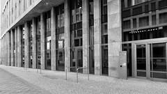 John-F.-Kennedy-Haus (Pascal Volk) Tags: berlin moabit berlinmitte artinbw schwarz weis black white blackandwhite schwarzweis sw bw bnw blancoynegro blanconegro wideangle weitwinkel granangular superwideangle superweitwinkel ultrawideangle ultraweitwinkel ww wa sww swa uww uwa spring frühling primavera architecture architektur arquitectura canoneosr canonrf24105mmf4lisusm 24mm dxophotolab dxosilverefexpro nikcollection