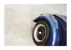 blue (www@VW) Tags: vw beetle eye phare front chromes cox vdub bug type1 volksvagen blue bleu car automobile allemande german auto voiture firestone analog film pelloche pellicule argentique