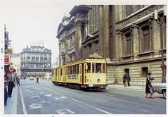 Brussel toen (1) (Maurits van den Toorn) Tags: brussel bruxelles beurs bourse mivb stib 1972 lijn32 ligne32 centrum centre standaard twoaxle singletruck tram tramway tranvia sporvogne villamos strassenbahn