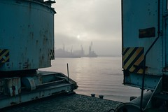 Nostalgia (Tom Levold (www.levold.de/photosphere)) Tags: fuji hamburg x100f morgen morning harbour nebel docks sunrise sonnenaufgang fog hafen wasser elbe water