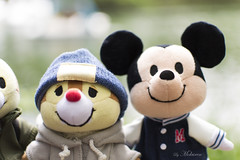 Mickey & Friends at Inokashira Park (Mokurenmei) Tags: inokashira park mickey minnie chip dale chop nuimos cute kawaii plush plushes nature boat pond mouse tree sky bokeh 35mm nikon35mm nikon clothes tokyo tokio japan japón parque naturaleza árboles estanque 井の頭 公園 井の頭公園 可愛い ぬいもーず disney ディズニー 池 木 ボート マウス ニコン 東京 日本 吉祥寺 kichijoji 自然