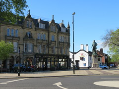 The Robert Peel, Two Tubs, Bury (deltrems) Tags: therobertpeel robert peel two tubs twotubs monument statue wetherspoon pub bar inn tavern hotel hostelry house restaurant bury greater manchester