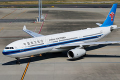 China Southern Airbus A330-343 B-1052 (Mark Harris photography) Tags: spotting hnd plane aviation canon 5d